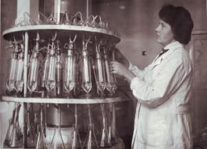 Відгон азоту в кормах. Біля апарату Кьєльдаля, 1973 р.